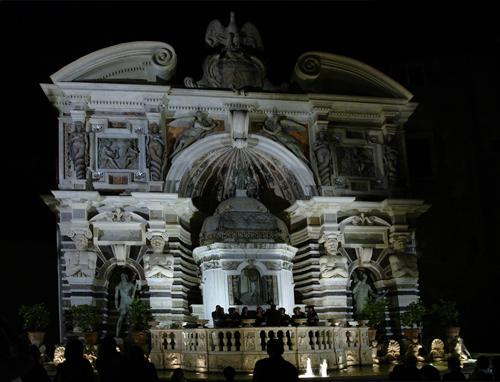 Il Coro esegue alcuni brani rinascimentali all'interno della Fontana dell'Organo - Villa d'Este (Tivoli - RM)